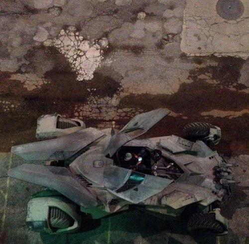 batman_vs_superman_batmobile02