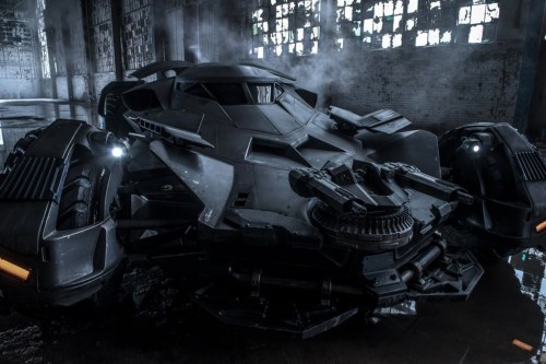 batman_vs_superman_batmobile03n