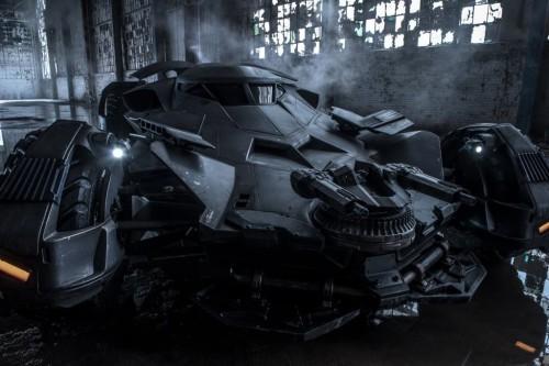 batman_vs_superman_batmobile03n